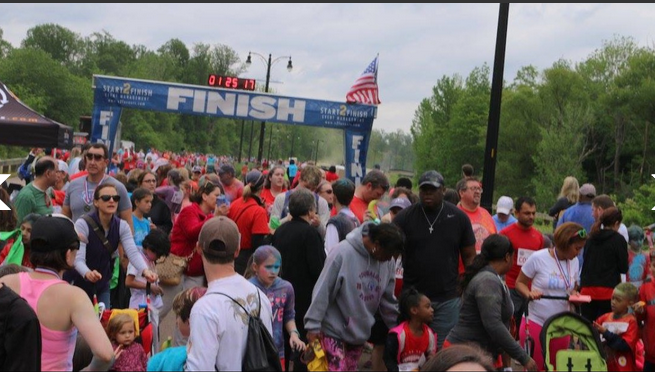finish line crowd